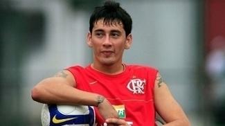 Rubens Sambueza chegou ao Flamengo em 2008 por empréstimo e recebeu a camisa 10. Porém, enfrentou lesões e nunca conseguiu empolgar
