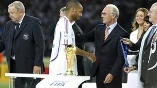 Beckenbauer foi um dos líderes da campanha da Alemanha para sediar Copa do Mundo