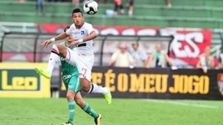 Rogério em ação no clássico entre São Paulo e Palmeiras, no Pacaembu