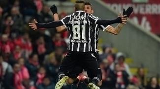Raphinha em ação pelo Vitória de Guimarães contra o Braga
