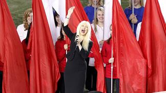 Christina Aguilera em sua performance no Super Bowl XLV