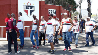 Torcida Independente no CT da Barra Funda
