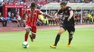 Coman e Ricardo Rodriguez disputam jogada durante o amistoso