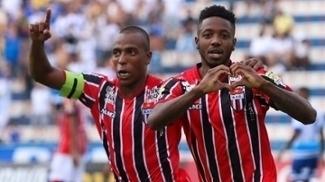 Francis comemora o gol que deu o empate ao Botafogo