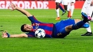 Cantona detona pênalti cavado por Suárez contra o PSG: 'Pornô do futebol'