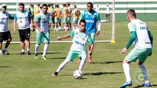Jogadores do Goiás durante treino