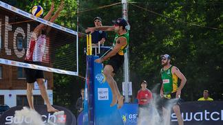 Medalha de ouro na Rio 2016, Alison e Bruno Schmidt estrearam com vitória nesta quarta