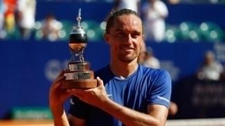 Dolgopolov vence Nishikori na final em Buenos Aires e volta a ser campeão após cinco anos