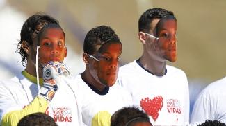 Antes da vitória sobre o Aimoré, os atletas colorados usaram máscaras com imagens do rosto do juiz Márcio Chagas da Silva