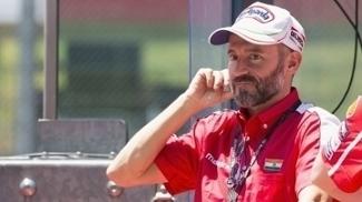 O piloto italiano Max Biaggi segue se recuperando do acidente sofrido no circuito Sagittario, em Latina, na Itália