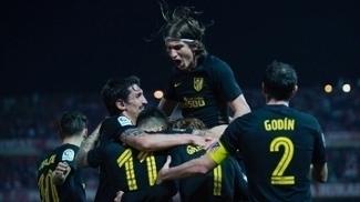 Jogadores do Atlético comemoram o gol 'salvador' no final da partida