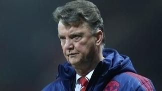 Louis van Gaal está pressionado no Manchester United