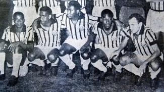 Dorval, Mengálvio, Coutinho, Pelé e Pepe em jogo do Santos contra o Bahia, em 1964