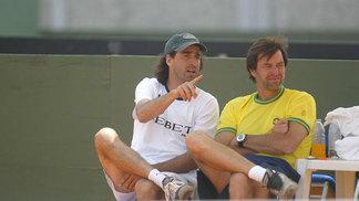 Meligeni conversa com o técnico da seleção brasileira, Mauro Menezis, em 2006