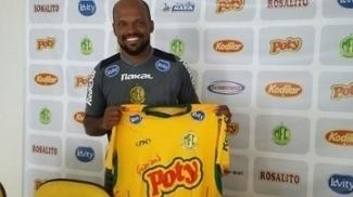 O zagueiro Edson Silva, 30, com a camisa do Mirassol