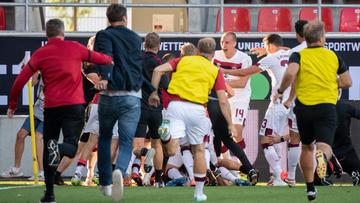 Um gol aos 51min do 2º tempo impediu que segundo maior campeão alemão fosse direto da primeira à terceira divisão