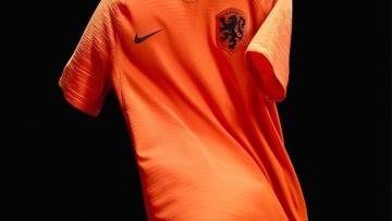 Fora da Copa do Mundo, Holanda apresenta novas camisas 1 e 2
