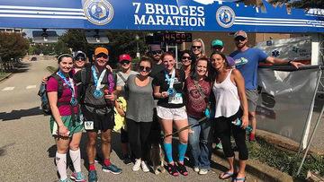 Norte-americana completa maratona de salto alto para entrar no Livro dos Recordes