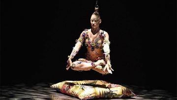 Conheça a brasileira que dança, literalmente, pendurada pelos cabelos