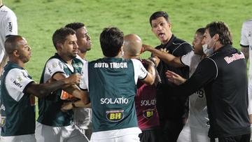 Por que o VAR errou no pênalti que deu empate ao Atlético-MG contra o Red Bull Bragantino