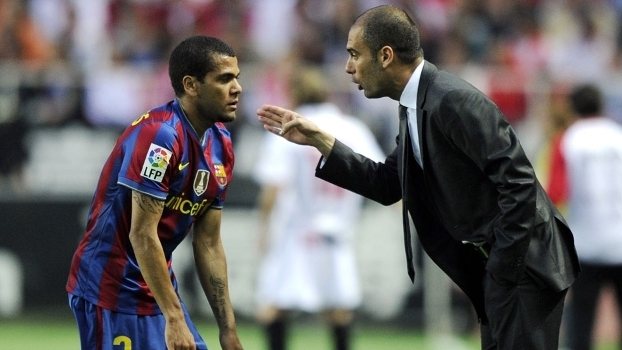 Guardiola quer reeditar a parceria com Daniel Alves no Manchester City