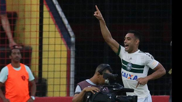 Werley comemora gol do Coritiba contra o Sport, no Recife