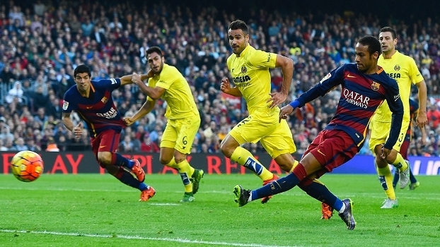 0e34140595 Neymar usou o pé esquerdo para dominar e marcar primeiro gol do Barcelona  contra o Villarreal