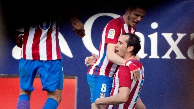 Diego Godín voltou a brilhar ao fazer gol sobre o Barcelona
