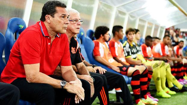 Vanderlei Luxemburgo durante jogo entre Flamengo e Goiás, no Brasileirão de 2014