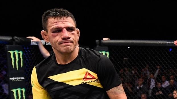 Dos Anjos acabou derrotado por Ferguson e deu passos para trás no UFC