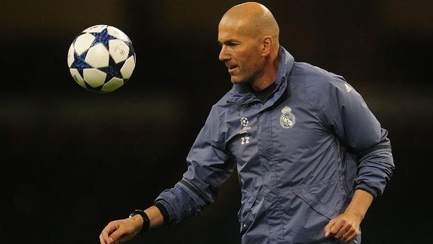 Zinedine Zidane, durante treino do Real Madrid nesta sexta-feira