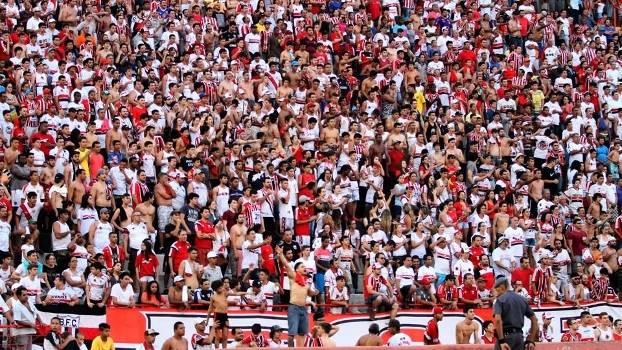 Torcida do Botafogo de Ribeirão Preto lota o estádio Santa Cruz