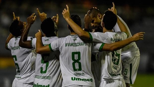 Jogadores da Chapecoense comemoram gol na vitória sobre o Zulia-VEN