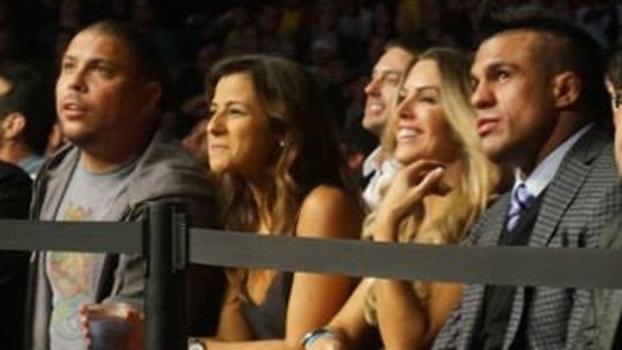 Ronaldo ao lado dos ex-parceiros Joana Prado e Vitor Belfort