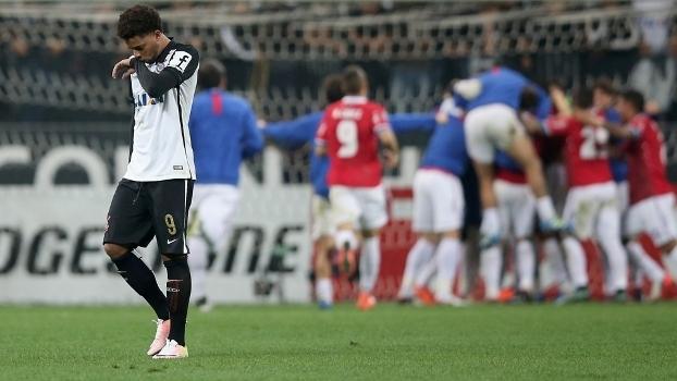 f17e6b886d André lamenta após o pênalti perdido contra o Nacional e é eliminado da  Libertadores