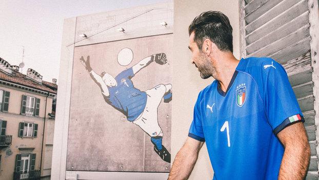 Goleiro Buffon foi responsável por apresentar a nova camisa italiana 8a071d6a398b3