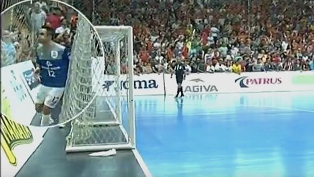 Falcão cuspiu em torcedores de Carlos Barbosa em semifinal da Liga Futsal