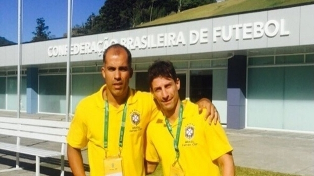 Felipe e Pedrinho juntos após concluírem o curso de técncios da CBF, em dezembro