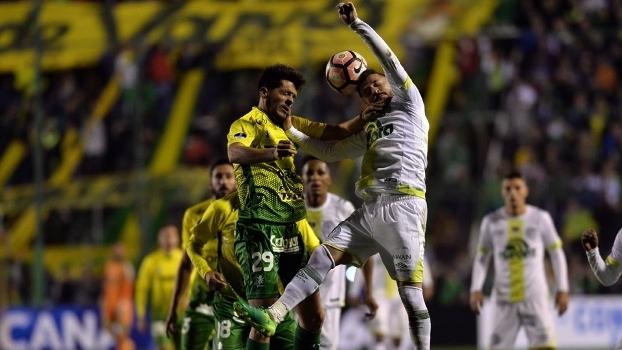 Chapecoense perde de algoz do São Paulo no último lance