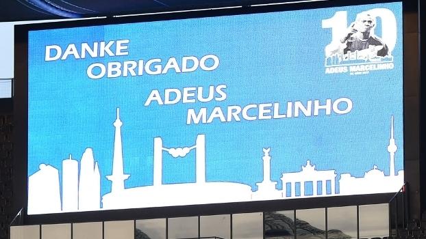 Placar 'agradece' Marcelinho