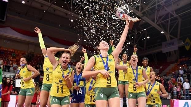 Jogadoras da seleção comemoram título mundial sub-23