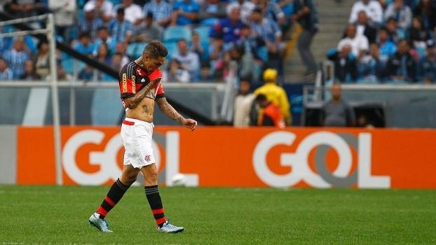 Guerrero foi expulso no empate por 1 a 1 entre Grêmio e Flamengo, em 2015
