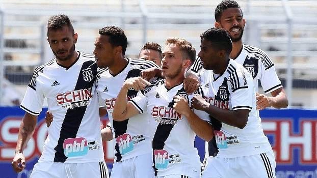 Bady Comemora Gol Ponte Preta Santos Brasileiro Futebol