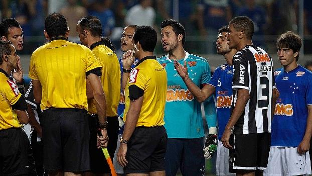 c8340b940c Jogadores de Cruzeiro e Atlético-MG reclamam com arbitragem do empate por  ...