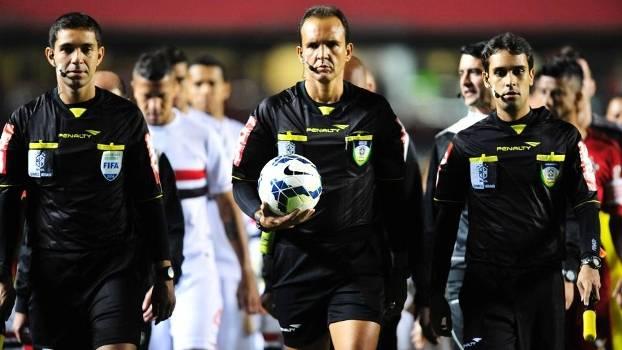 André Luiz de Freitas Castro, no centro, será o árbitro na quarta-feira