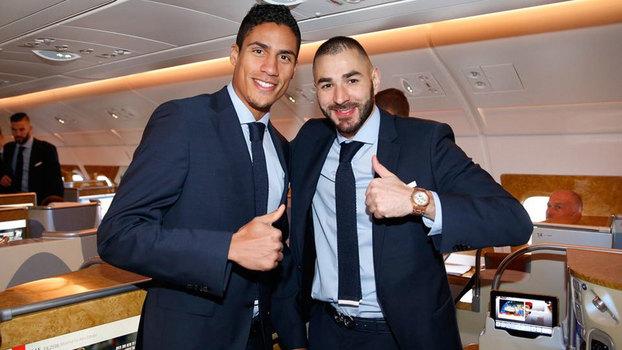 0df264cd4a Varane e Benzema no avião do Real Madrid rumo ao Mundial de Clubes