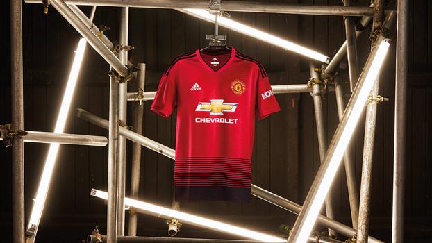 c4f526a2689c0 Manchester United lança nova camisa com homenagem aos 140 anos do ...