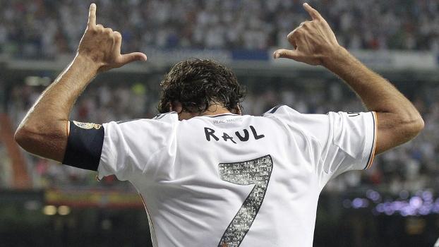Em Dia Nostálgico Raúl Volta Ao Santiago Bernabéu E Marca Em Goleada Do Real Madrid Espn