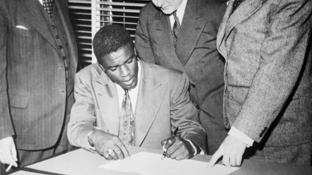 Robinson assina contrato com os Dodgers