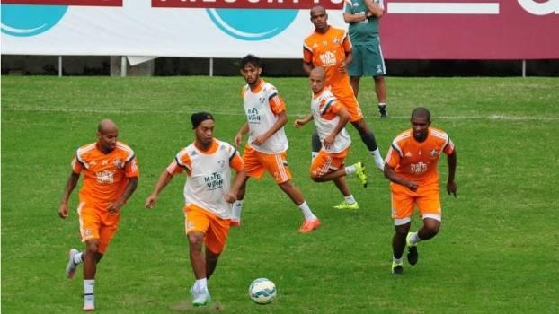 Ronaldinho deu caneta e fez até gol no treino tático do Fluminense
